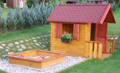 Domeček s přesahem střechy